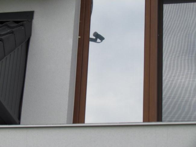 Zewnętrzna folia przecisłoneczna silver 20 na oknie balkonowym