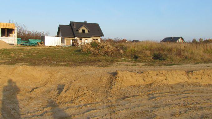 Czym się różni system gospodarczy od zleconego przy budowie domu